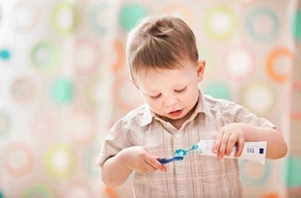 Tại sao trẻ 2 tuổi hay bị sâu răng